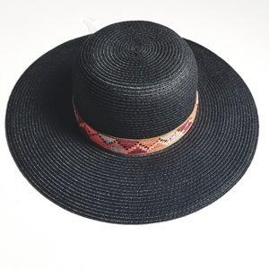 🆕️NWOT. Black Straw Like Sun Hat!